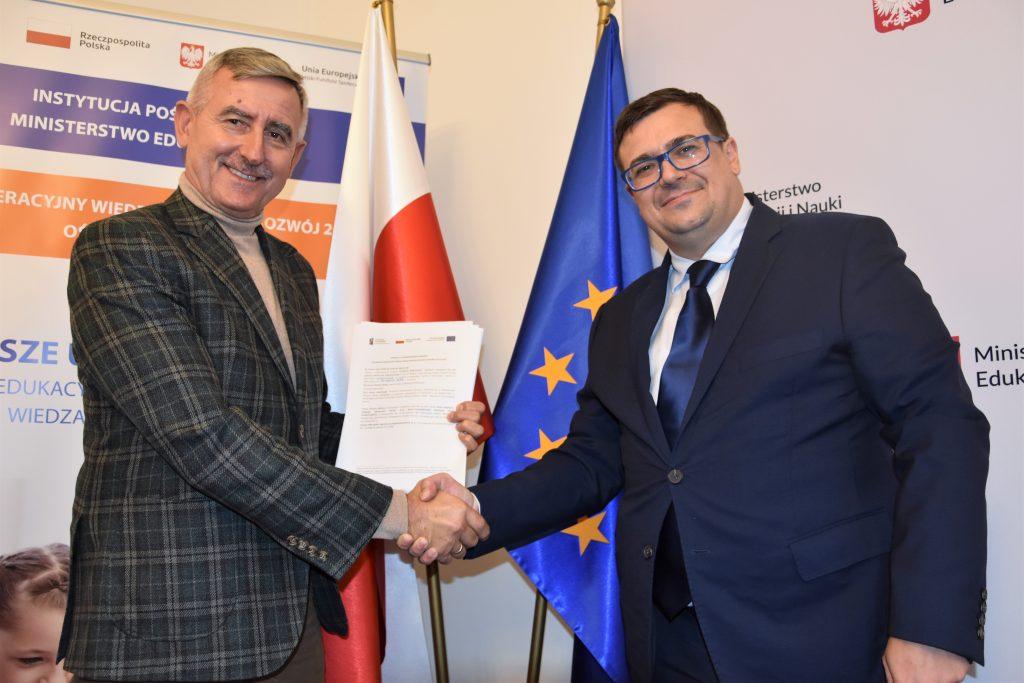 zdjęcie ze spotkania w sprawie podpisania umowy