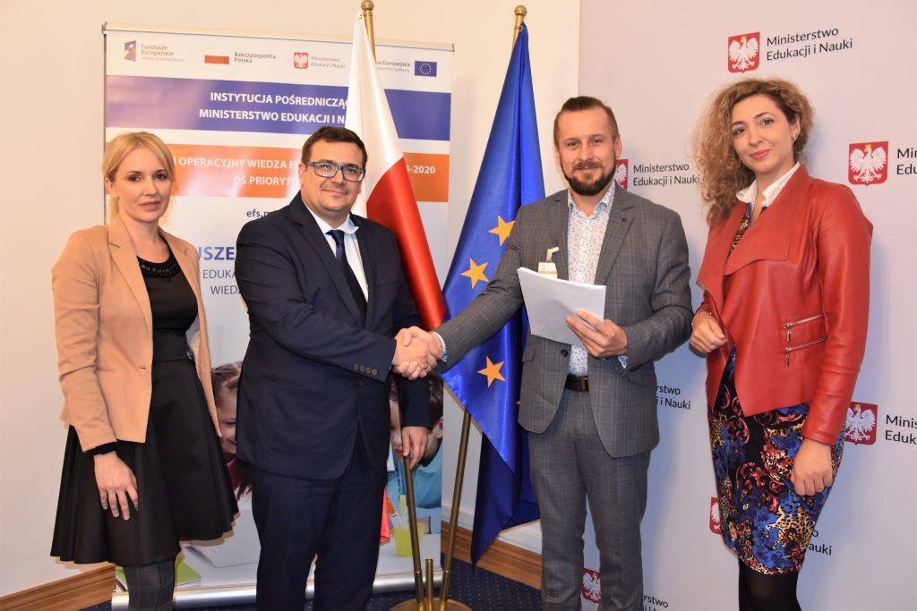 zdjęcie ze spotkania w sprawie podpisania umowt